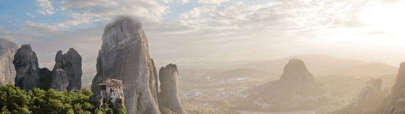 Meteora_Greece_Fotolia_18276030_smlr